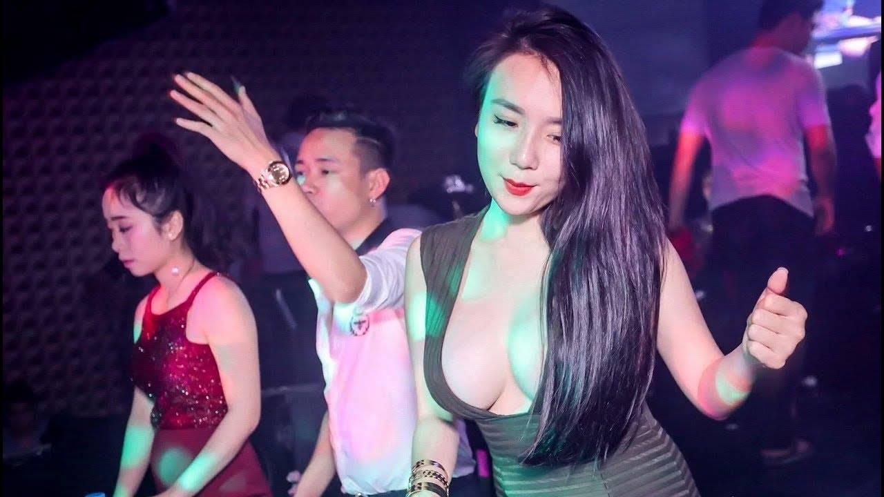 Có nên yêu con gái thích đi bar