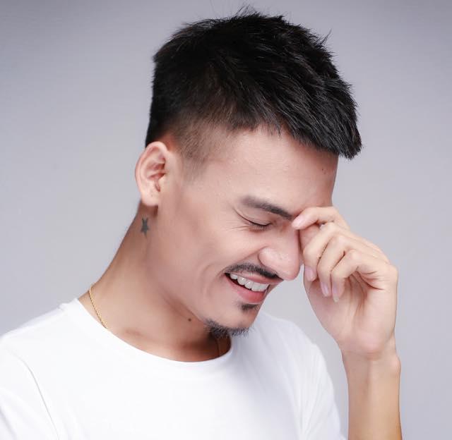 Kiểu tóc mohican của Hoa Vinh