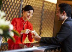 Nhân viên phục vụ khách sạn 6 sao