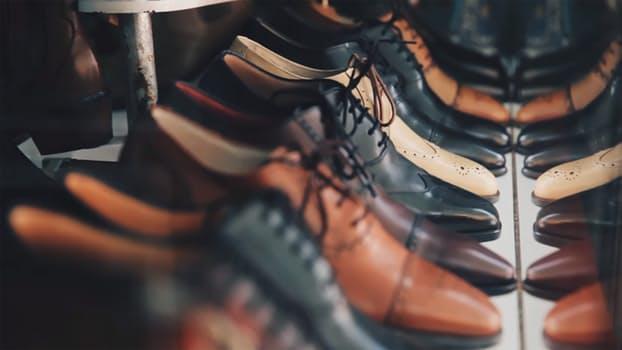 Chọn giày da cho đàn ông hoài cổ, lịch lãm