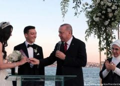Mesut Ozil lấy vợ