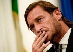 Totti chia tay Roma