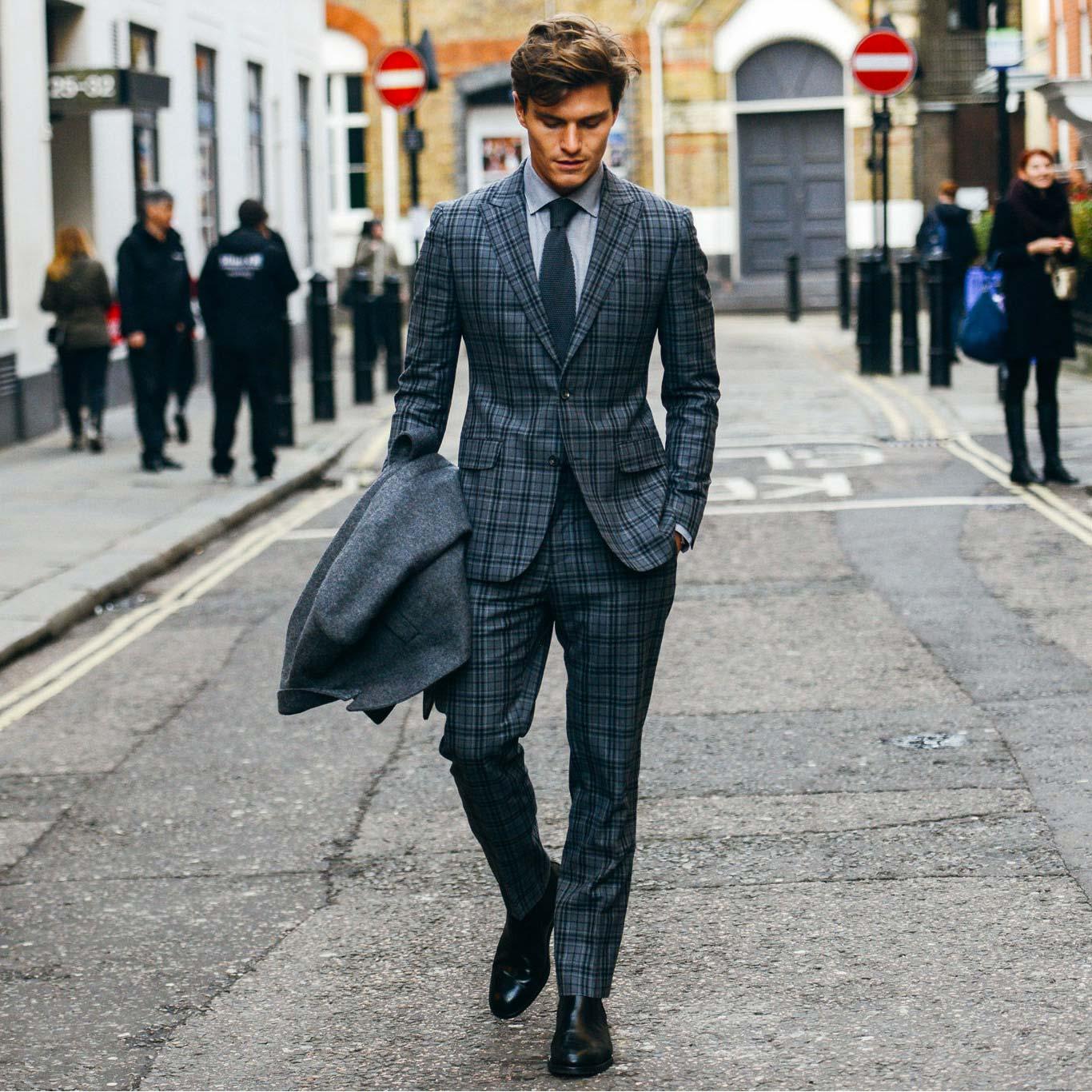 Một bộ Suit (trong những hoàn cảnh phù hợp)