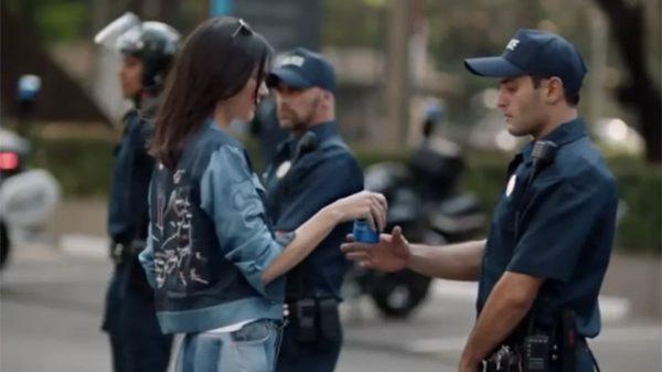 Kendall Jenner Black Livers Matter của Pepsi