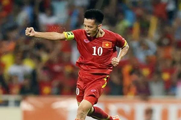 'Tù trưởng' Văn Quyết hay người hùng thầm lặng của bóng đá Việt Nam