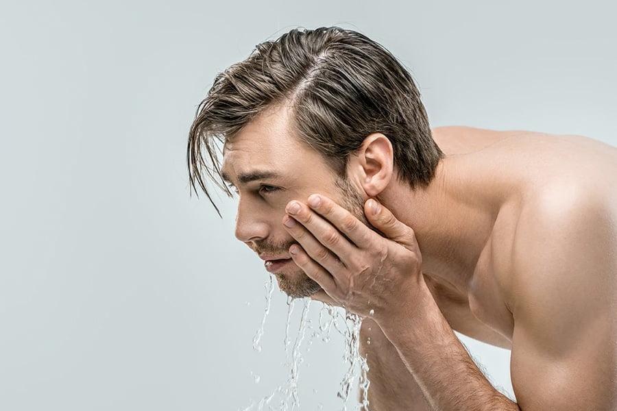 cách rửa mặt cho da bị mụn