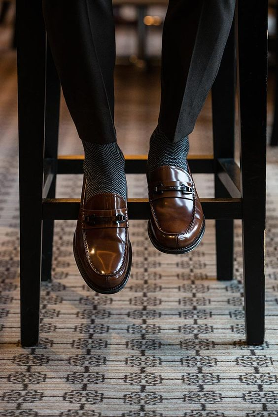 Giày loafer đi tất gì