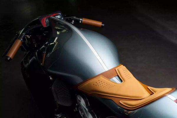 Aston Martin ra mắt siêu mô tô AMB 001