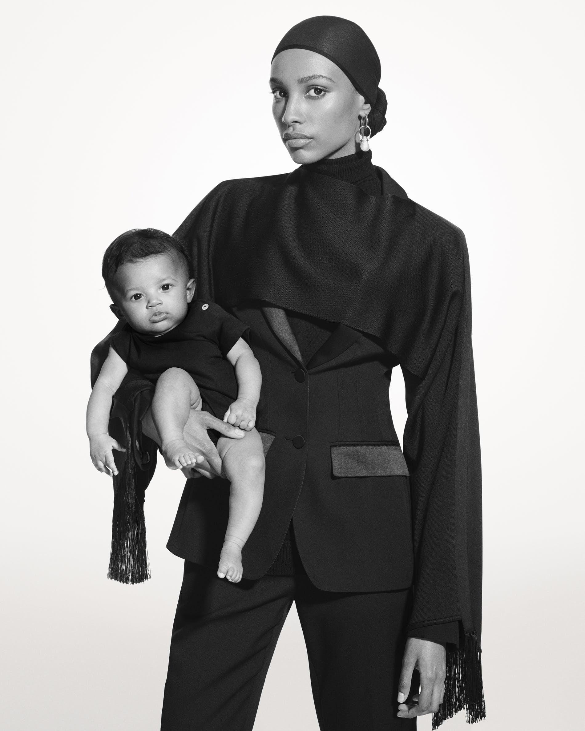 Burberry người mẫu Hồi Giáo gốc Thụy Điển Ikram Abdi Omar