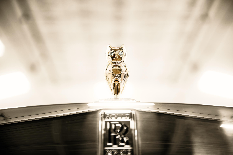 Logo Rolls-Royce Phantom 8 siêu xe cú vàng của Rapper Drake