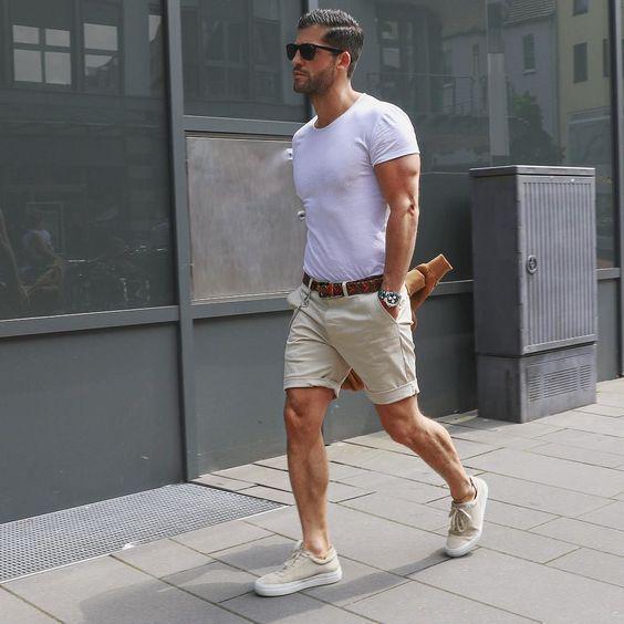 Áo phông nam trắng mặc với quần short