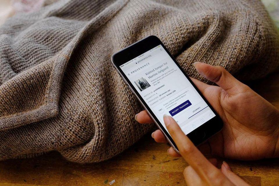 Ứng dụng công nghệ blockchain trong ngành thời trang may mặc