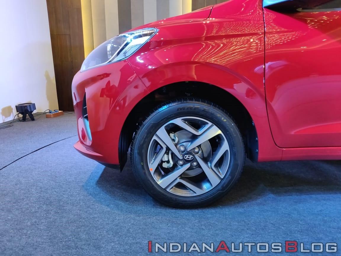 hyundai-aura-exteriors-alloy-wheels-1be4.jpg