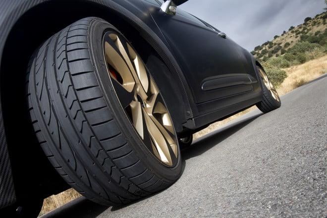 tại sao lốp xe ô tô lại có rãnh