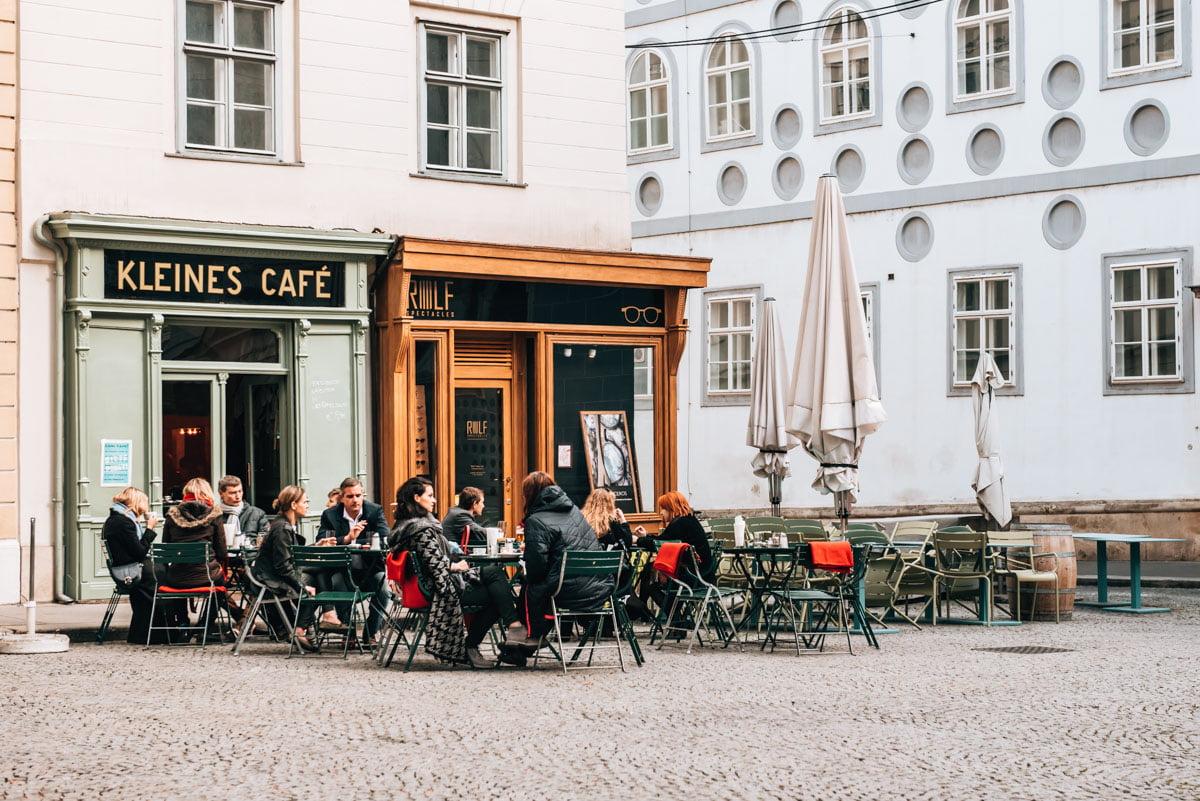 uống cafe ở viên