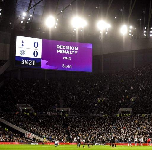 Khi VAR quyết định thay cho trọng tài ở Premier League