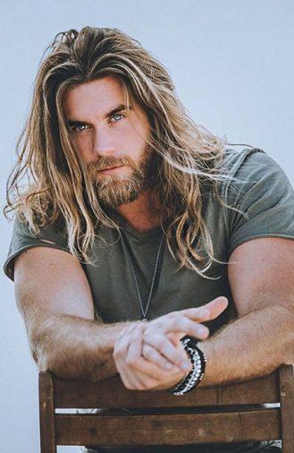 Kiểu tóc nam dài đẹp và lãng tử của Brock O'Hurn