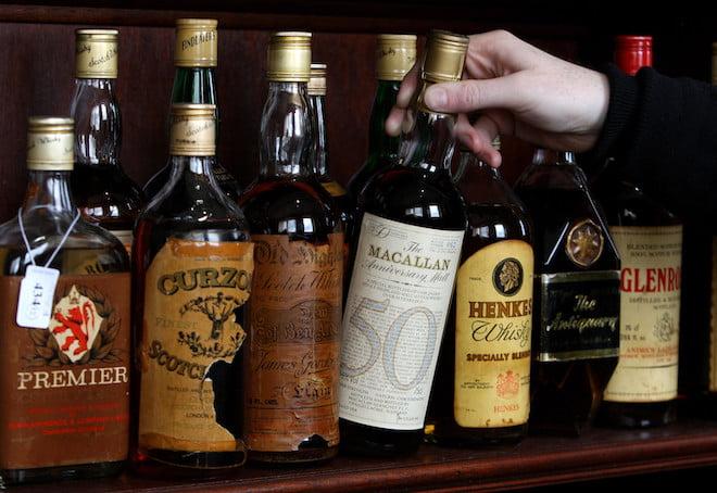 Cách kiểm tra rượu thật giả