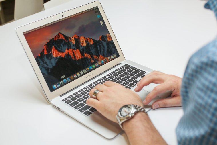 Có nên mua Macbook Air không?