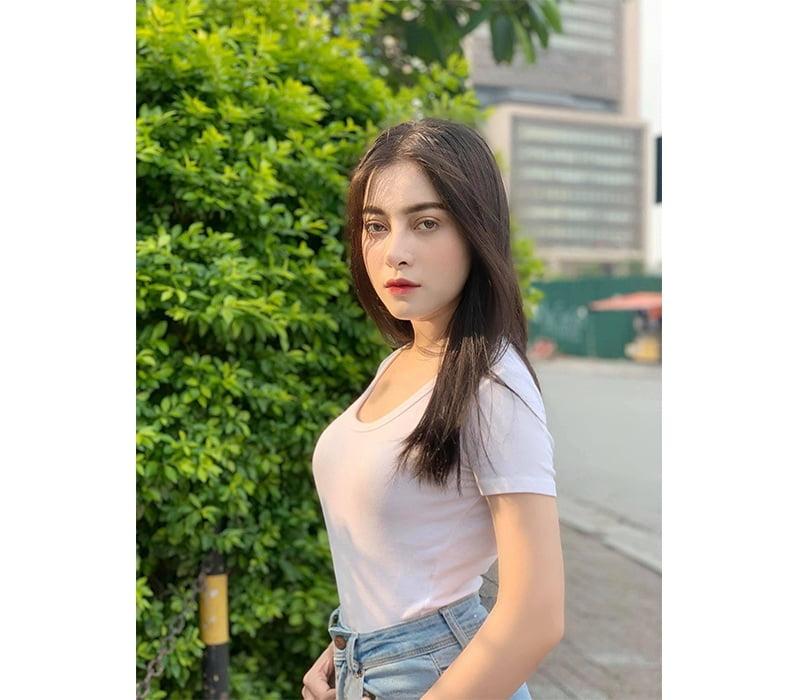 Hot girl Meily Mia