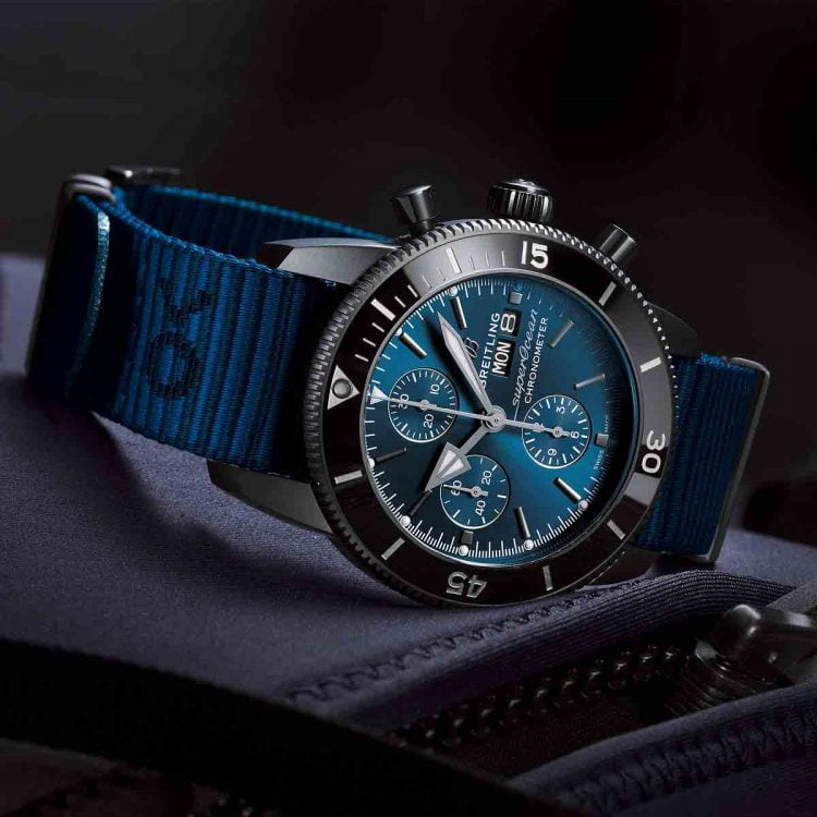dong-ho-thuy-sy-Breitling_Superocean-Heritage-II-Chronograph-44-Outerknown_reclining_FI