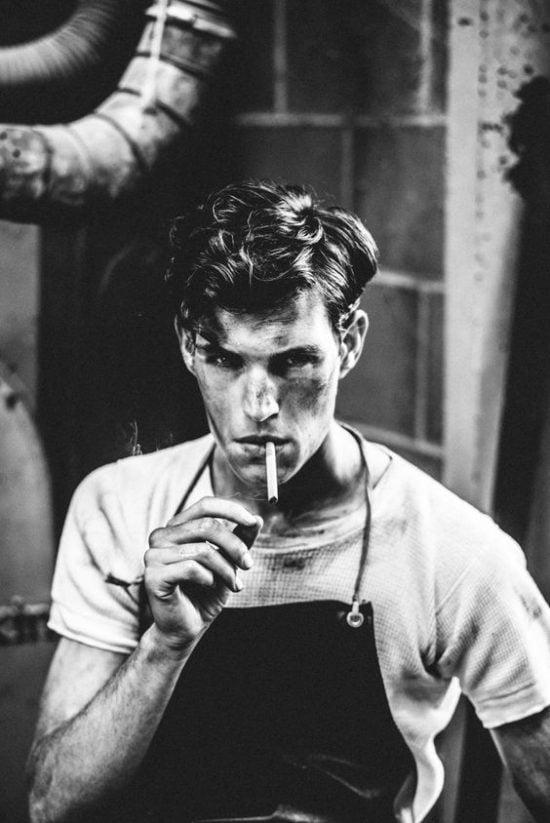 Đàn ông hút thuốc