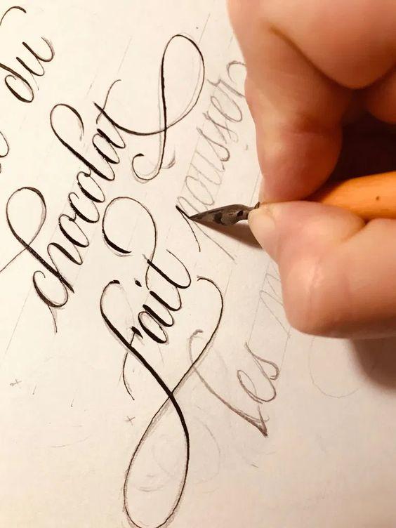có nên bắt trẻ luyện viết chữ đẹp