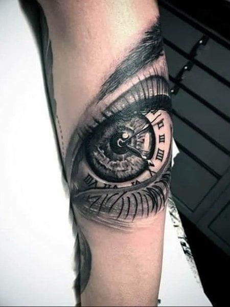 Hình xăm đồng hồ trong con mắt