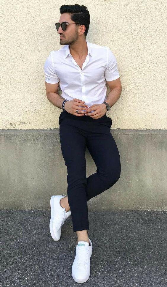 Áo sơ mi trắng + quần tây đen + giày sneakers