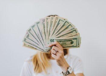 tiền nhiều