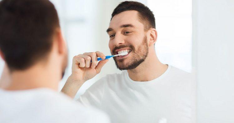 đánh răng trước hay sau khi ăn sáng