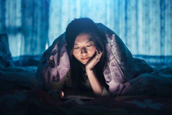 Tác hại của việc thức khuya đối với con gái